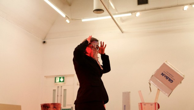 Hayley Newman, Facing, the performance, 2012. Photo: Jonathan Purcell