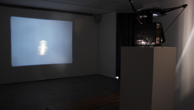 Aura Satz, In and Out of Synch, 16mm Film, 2013.